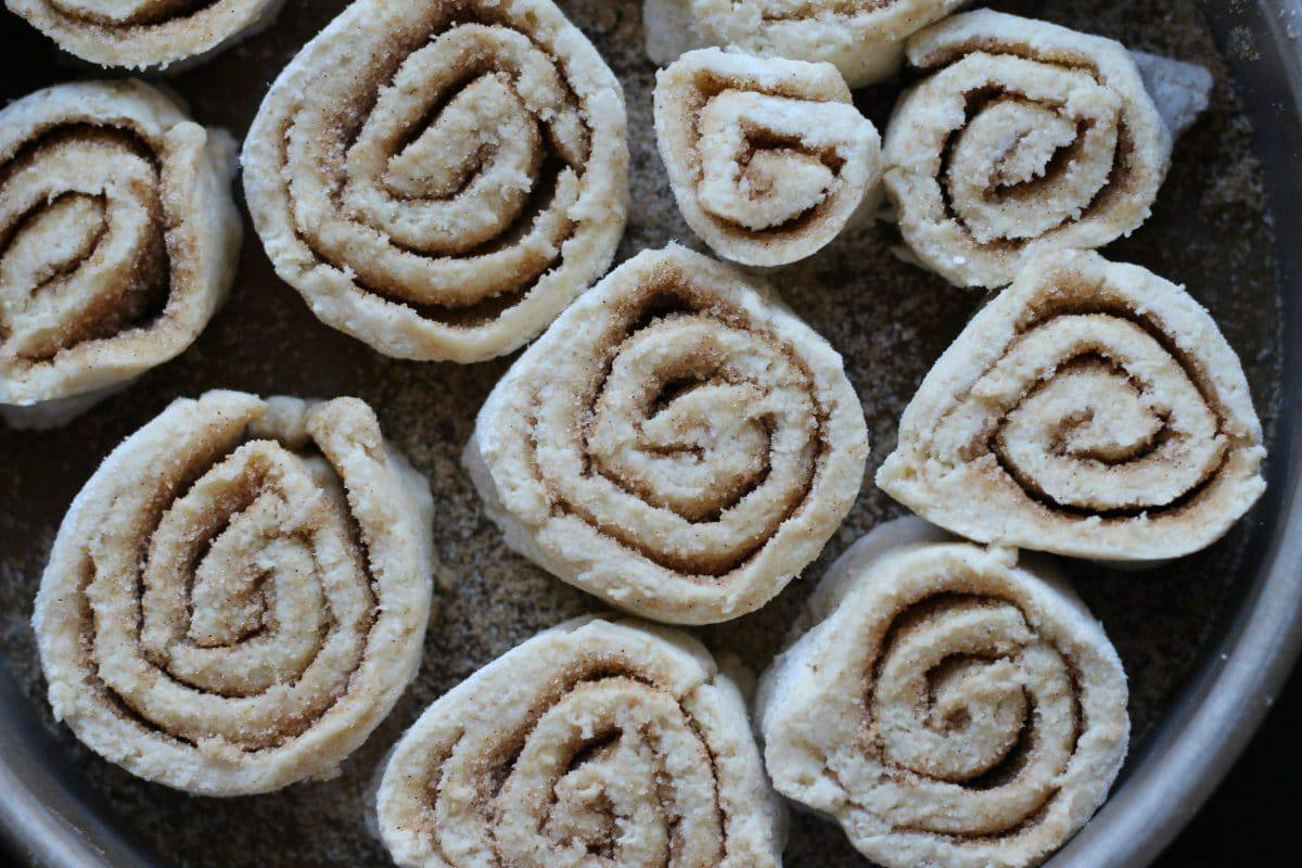 Easy Gluten-Free Cinnamon Rolls || Erin Brighton | breakfast | brunch | holiday baking | party food | copycat recipes