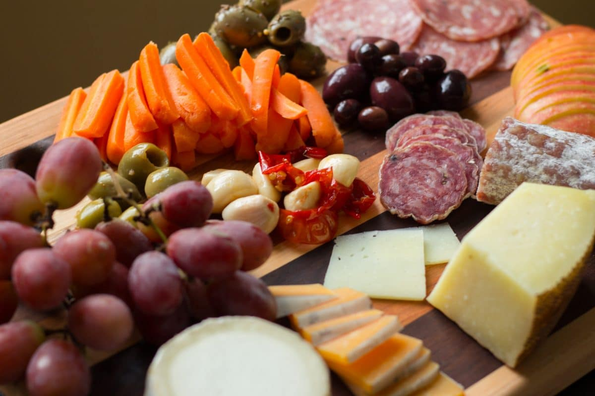 How To Make A Perfect Cheese Board    Erin Brighton   gluten free   #cutthecheese2017   party ideas   entertaining   easy snacks
